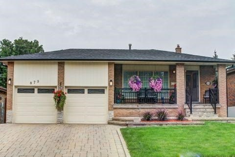 Detached at 879 Sparrow Rd, Newmarket, Ontario. Image 1