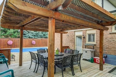 Detached at 879 Sparrow Rd, Newmarket, Ontario. Image 11