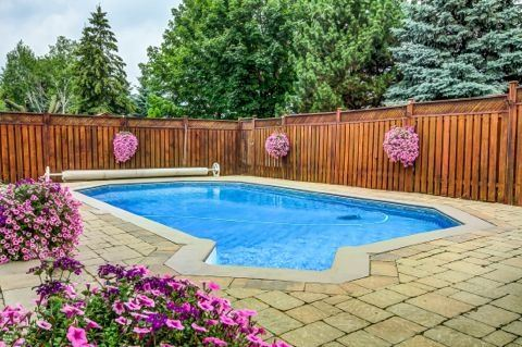 Detached at 879 Sparrow Rd, Newmarket, Ontario. Image 13
