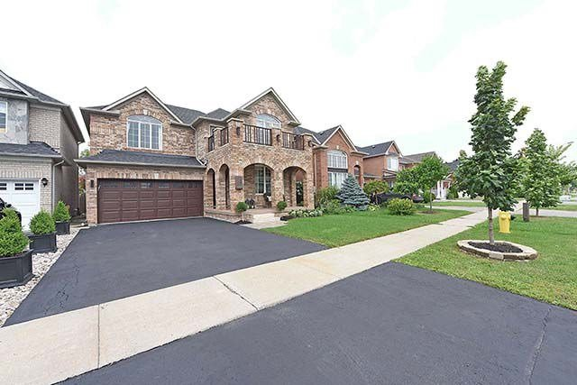 Detached at 28 Discovery Tr, Vaughan, Ontario. Image 1