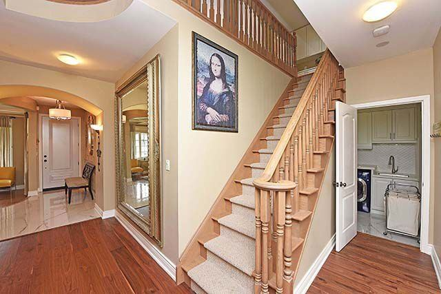Detached at 28 Discovery Tr, Vaughan, Ontario. Image 7