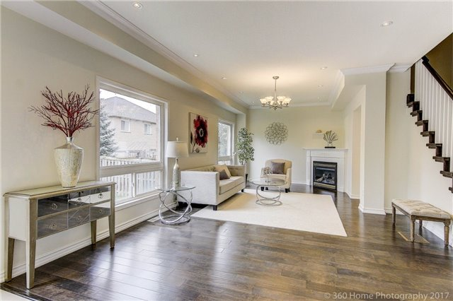Detached at 60 Lampton Cres, Markham, Ontario. Image 3