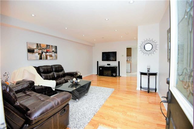 Townhouse at 135 Dolce Cres, Vaughan, Ontario. Image 16