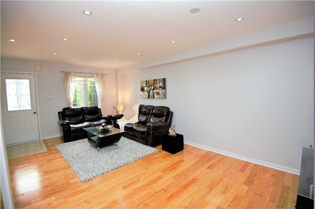 Townhouse at 135 Dolce Cres, Vaughan, Ontario. Image 19