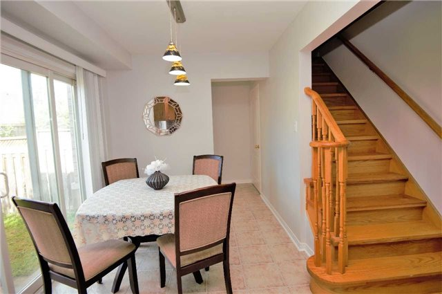 Townhouse at 135 Dolce Cres, Vaughan, Ontario. Image 2