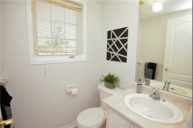 Townhouse at 135 Dolce Cres, Vaughan, Ontario. Image 3