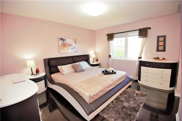 Townhouse at 135 Dolce Cres, Vaughan, Ontario. Image 4