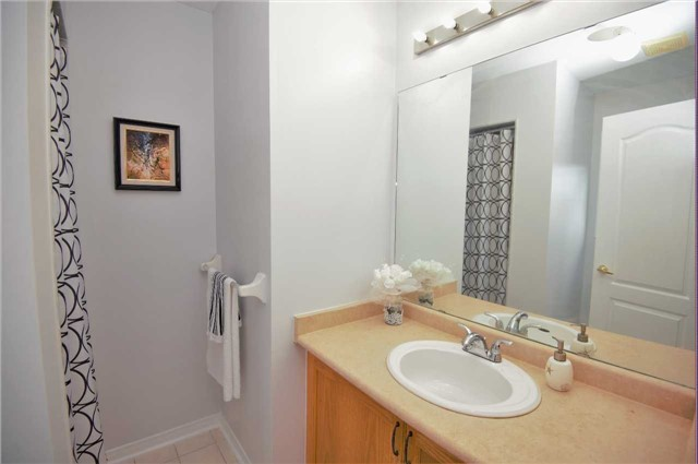 Townhouse at 135 Dolce Cres, Vaughan, Ontario. Image 7