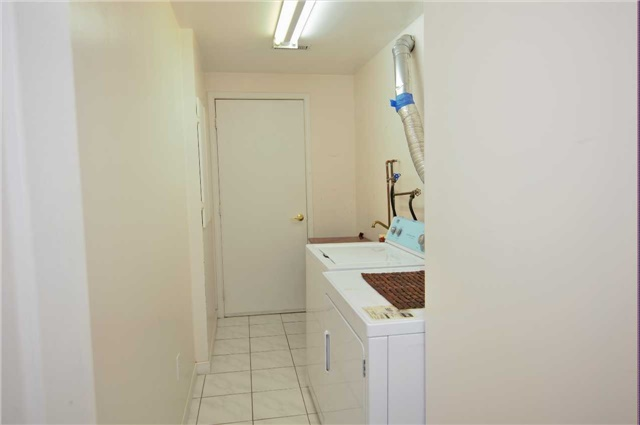 Townhouse at 135 Dolce Cres, Vaughan, Ontario. Image 13