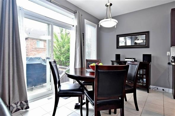 Detached at 58 Sunnyridge Ave, Whitchurch-Stouffville, Ontario. Image 2