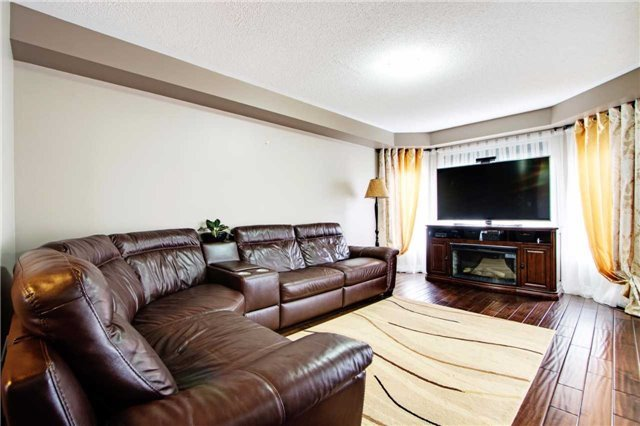 Townhouse at 42 Sequin Dr, Richmond Hill, Ontario. Image 12