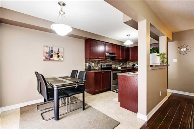 Townhouse at 42 Sequin Dr, Richmond Hill, Ontario. Image 16