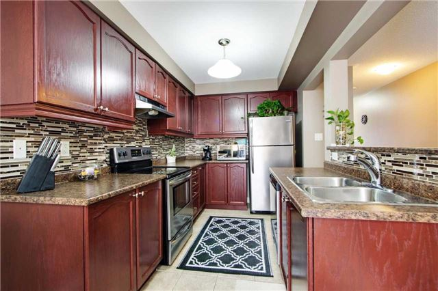 Townhouse at 42 Sequin Dr, Richmond Hill, Ontario. Image 17