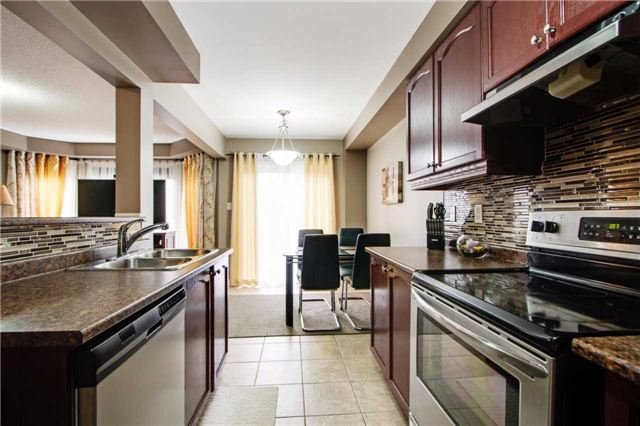 Townhouse at 42 Sequin Dr, Richmond Hill, Ontario. Image 2
