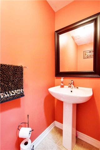 Townhouse at 42 Sequin Dr, Richmond Hill, Ontario. Image 3