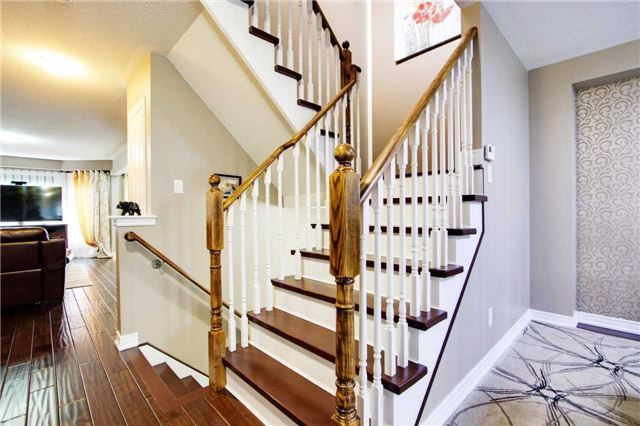 Townhouse at 42 Sequin Dr, Richmond Hill, Ontario. Image 4