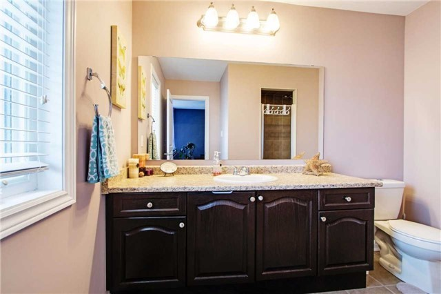 Townhouse at 42 Sequin Dr, Richmond Hill, Ontario. Image 7