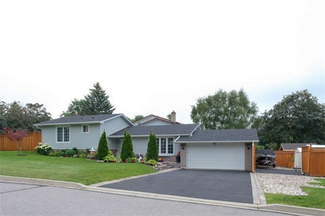 Detached at 824 Grace St, Newmarket, Ontario. Image 1