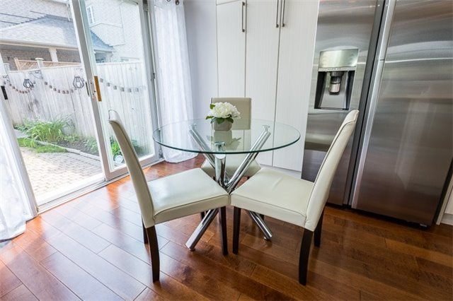 Townhouse at 90 Briarhall Cres, Markham, Ontario. Image 2