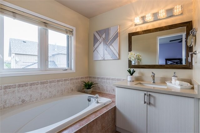 Townhouse at 90 Briarhall Cres, Markham, Ontario. Image 6
