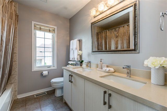 Townhouse at 90 Briarhall Cres, Markham, Ontario. Image 7