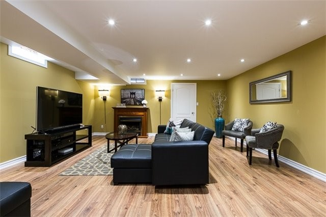 Townhouse at 90 Briarhall Cres, Markham, Ontario. Image 9
