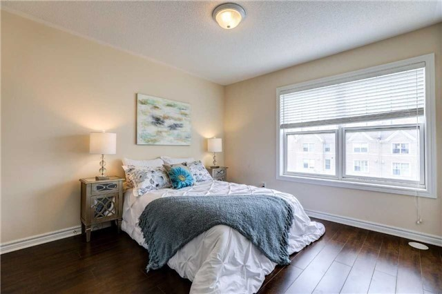 Townhouse at 68 Cathedral High St, Markham, Ontario. Image 3