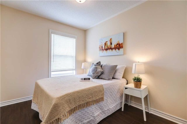 Townhouse at 68 Cathedral High St, Markham, Ontario. Image 5