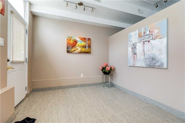 Townhouse at 68 Cathedral High St, Markham, Ontario. Image 7