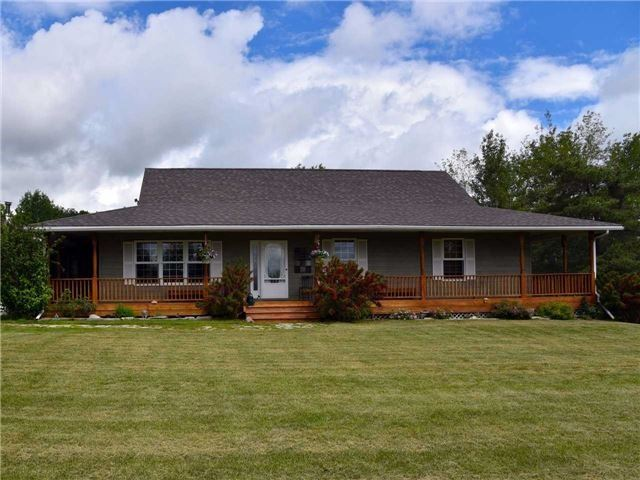 Detached at 3828 15th Line, Innisfil, Ontario. Image 1