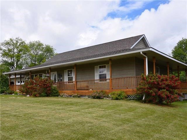 Detached at 3828 15th Line, Innisfil, Ontario. Image 15