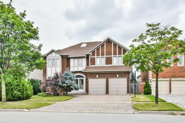 Detached at 12 Springbrook Dr, Richmond Hill, Ontario. Image 1