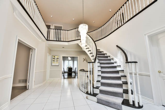 Detached at 12 Springbrook Dr, Richmond Hill, Ontario. Image 14