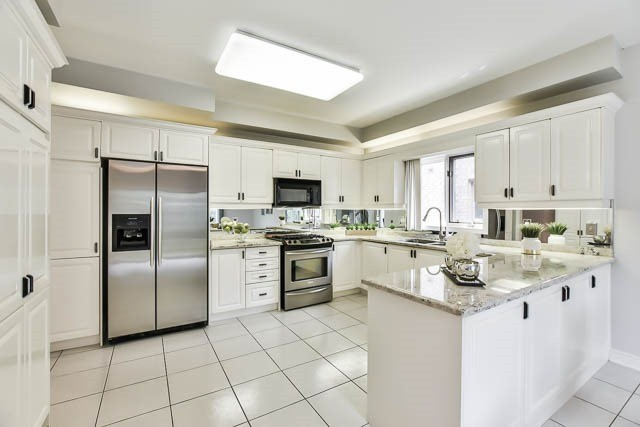 Detached at 12 Springbrook Dr, Richmond Hill, Ontario. Image 15