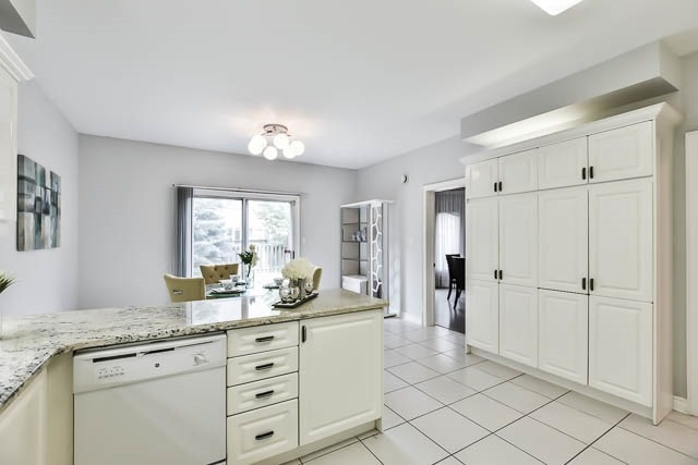 Detached at 12 Springbrook Dr, Richmond Hill, Ontario. Image 16