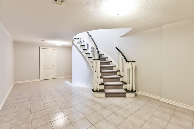 Detached at 12 Springbrook Dr, Richmond Hill, Ontario. Image 10