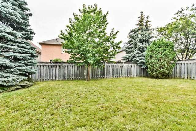 Detached at 12 Springbrook Dr, Richmond Hill, Ontario. Image 11