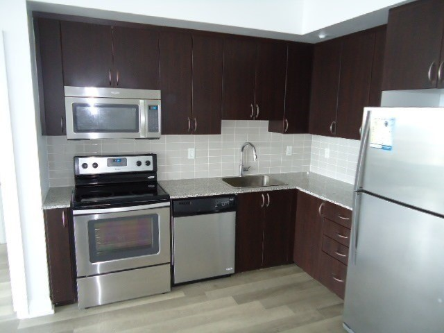 Condo Apartment at 376 Highway 7 Rd E, Unit 1027, Richmond Hill, Ontario. Image 7