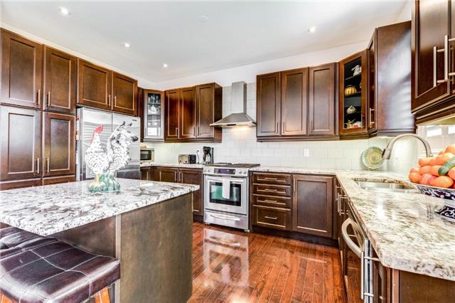 Detached at 25 Seiffer Cres, Richmond Hill, Ontario. Image 12
