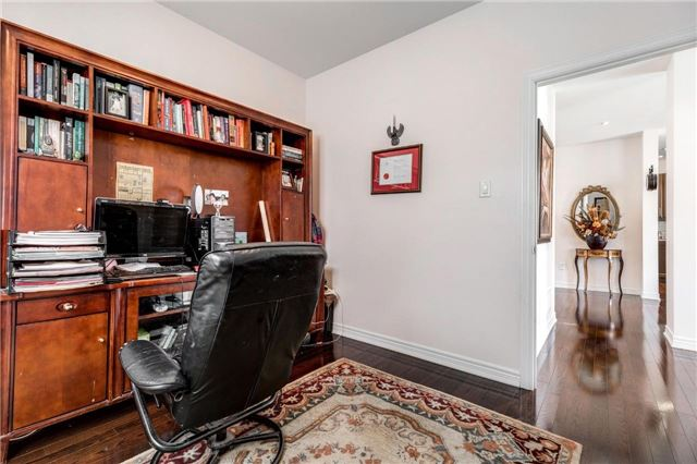 Detached at 25 Seiffer Cres, Richmond Hill, Ontario. Image 15