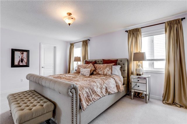 Detached at 25 Seiffer Cres, Richmond Hill, Ontario. Image 4