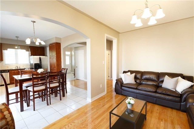 Detached at 212 Silver Maple Rd, Richmond Hill, Ontario. Image 17