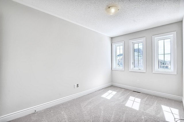 Detached at 32 Festival Crt, East Gwillimbury, Ontario. Image 7