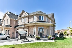Townhouse at 16 Aubergine St, Richmond Hill, Ontario. Image 1