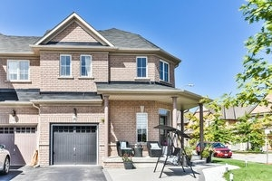 Townhouse at 16 Aubergine St, Richmond Hill, Ontario. Image 12