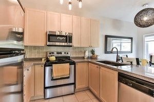 Townhouse at 16 Aubergine St, Richmond Hill, Ontario. Image 19