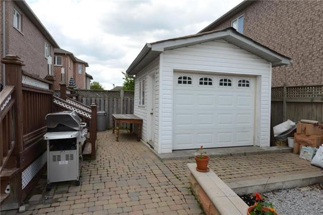 Detached at 52 Reginald Lamb Cres, Markham, Ontario. Image 10