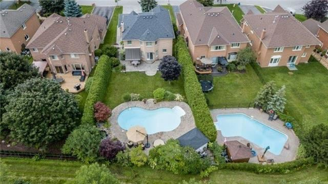 Detached at 377 Amberlee Crt, Newmarket, Ontario. Image 15