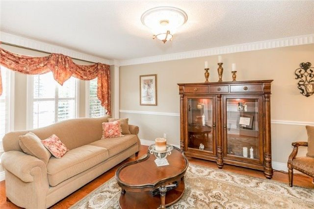 Detached at 377 Amberlee Crt, Newmarket, Ontario. Image 16
