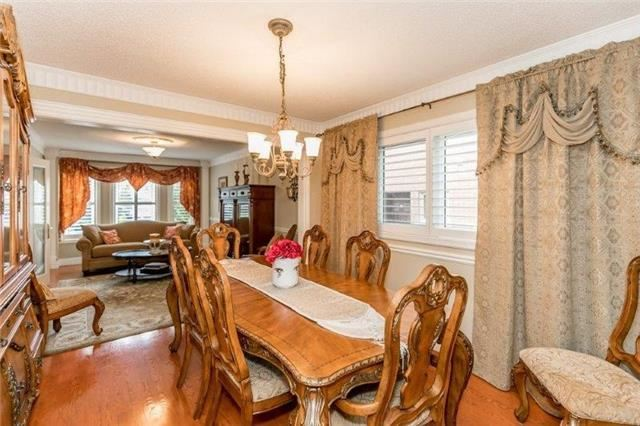 Detached at 377 Amberlee Crt, Newmarket, Ontario. Image 17